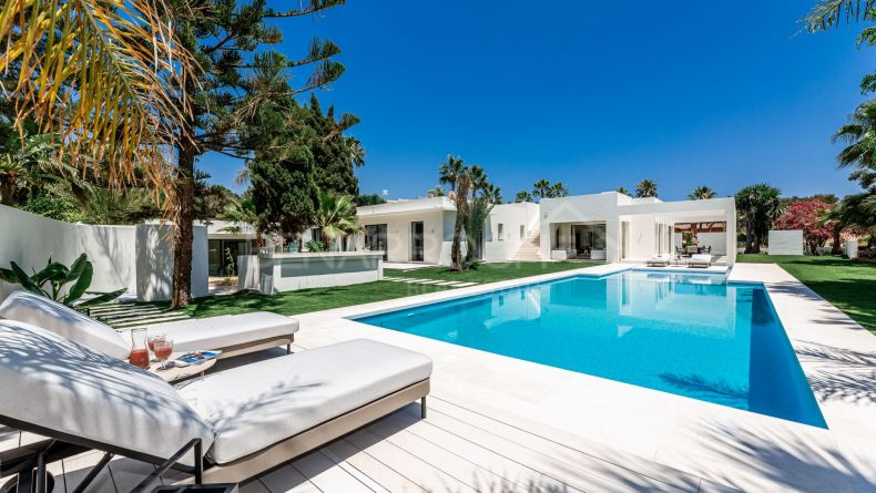 Sophisticated and elegant villa in Marbesa, Marbella East