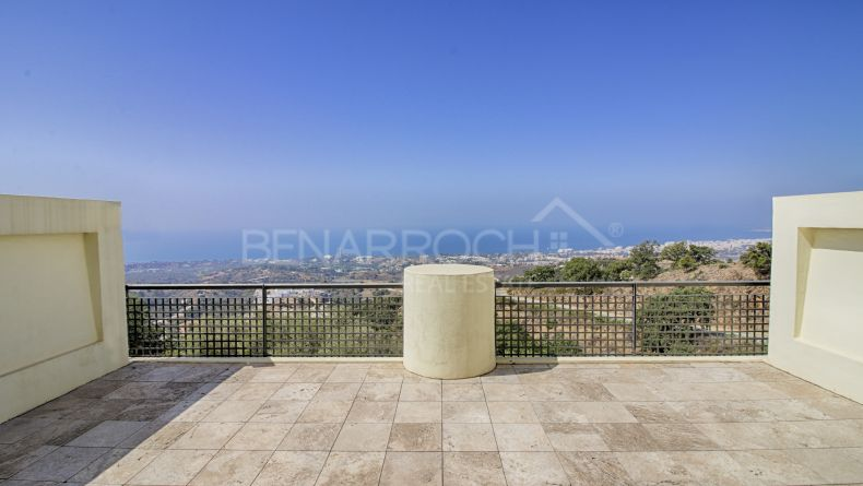 Apartment with open views in Los Monteros Hill club, Marbella East