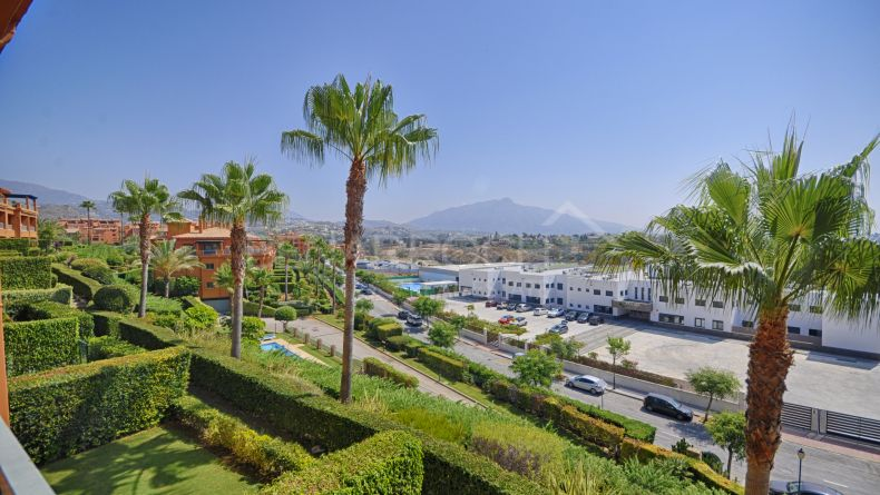 Apartment with views in Benatalaya, Estepona