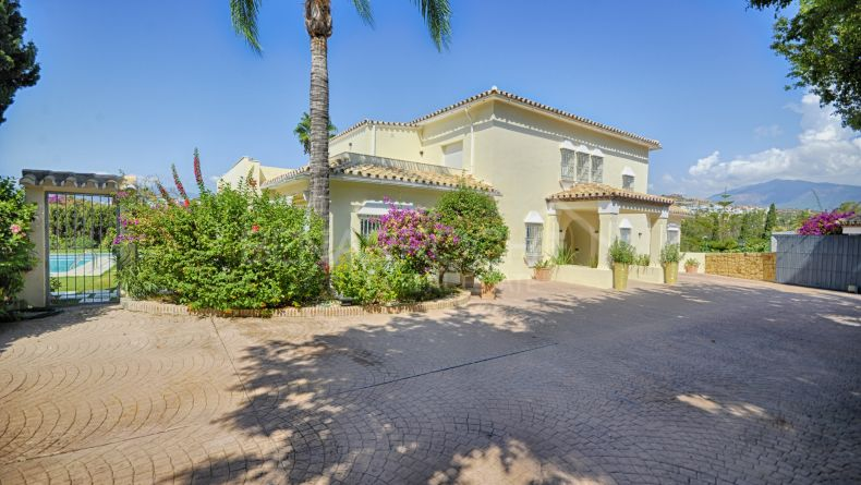 Villa with golf views in Paraiso Medio, Estepona