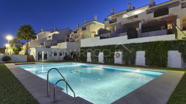 Townhouses in New Golden Mile, El Paraiso
