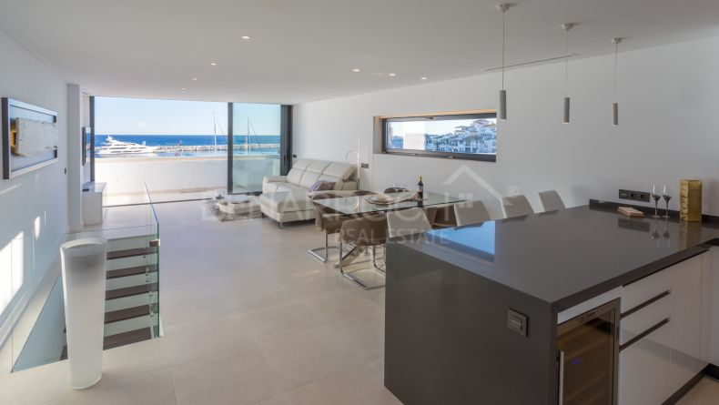Puerto Banus, immaculate duplex with sea views