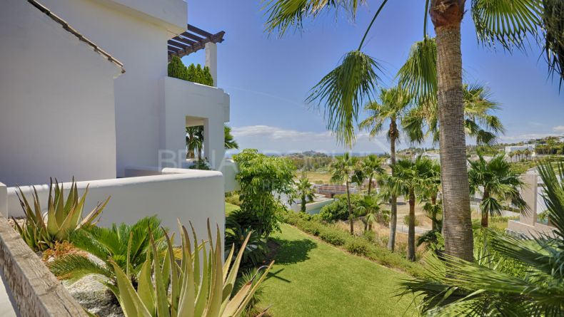 Duplex with sea views in Las Lomas del Marqués, Benahavís.