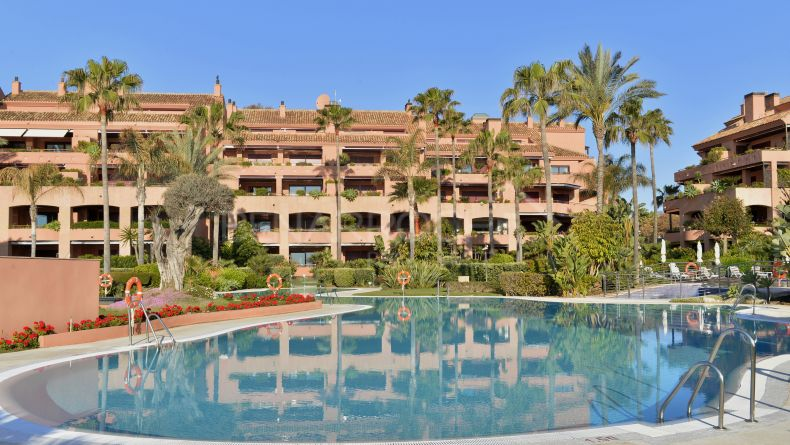 Frontline beach apartment in Malibu Beach, Puerto Banus