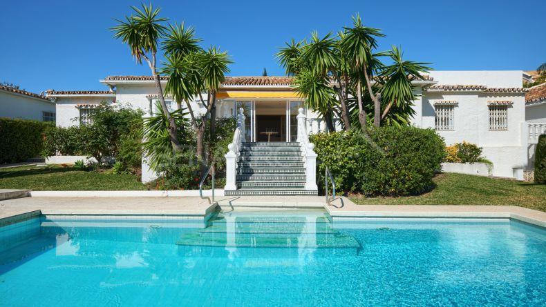Villa for renovation in Monte Biarritz, Estepona