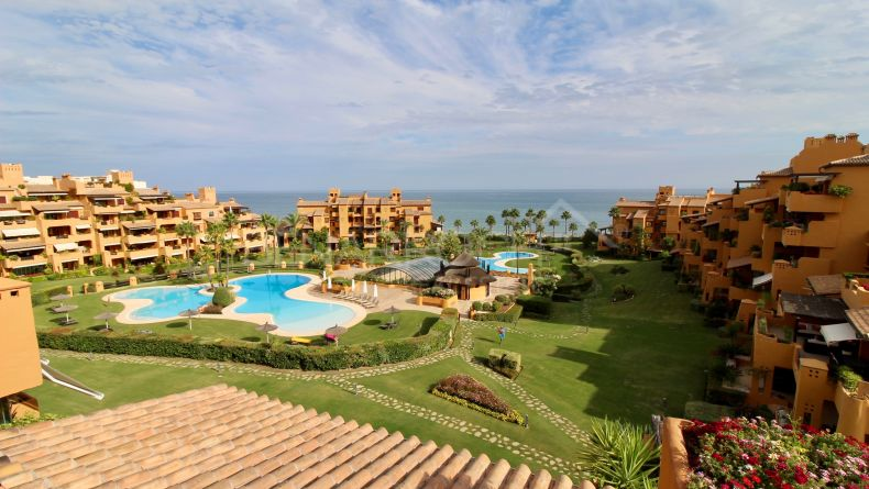 Luxury duplex penthouse in Los Granados del Mar, Estepona