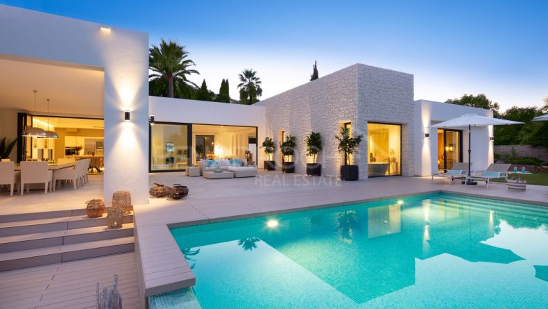 Villa with golf views in La Brisas, Nueva Andalucia