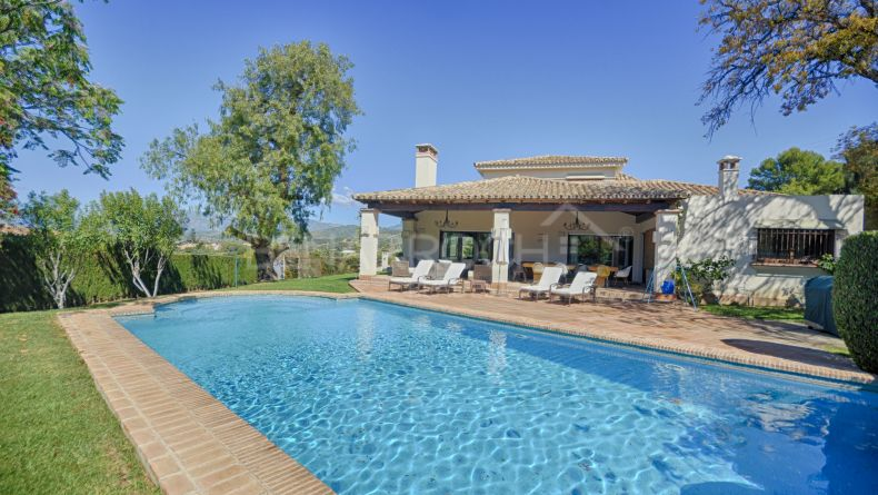 Superb villa with sea views in Hacienda Las Chapas, Marbella