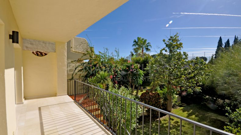 Ground floor apartment with garden in Pinos de Aloha, Nueva Andalucía
