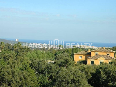 Plot on sloping grounds with magnificent views