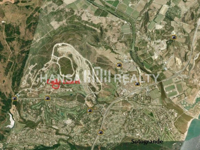 PLOT VIEWS TO LA RESERVA GOLF COURSE