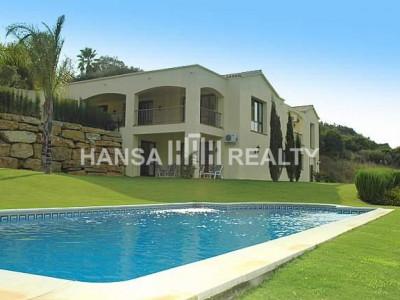 Gran villa  con 3.000 m2 de parcela junto a  Valderrama