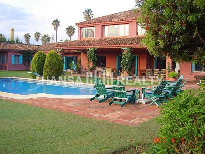 Magnificent villa with great garden in prime location