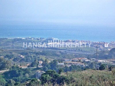 Spectacular plot with impressive sea views