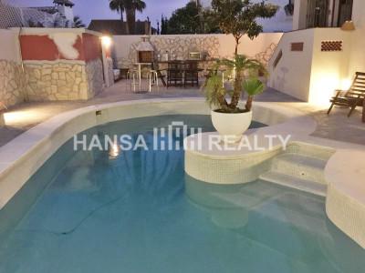 Beachside villa i Las Chapas Playa Marbella