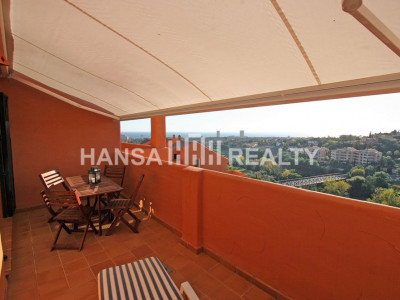 Apartment in quiet residential area with stunning sea and mountain views