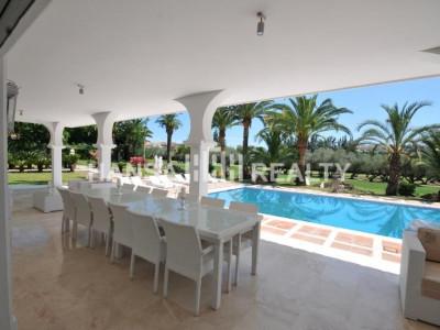 Front line golf villa in Marbella