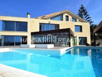 Fantastisk moderne frontlinjen strand villa