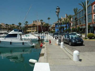 Mooring 10 x4 m in the marina of Sotogrande