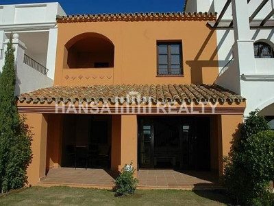 Excellent townhouse with views to the sea and golf course