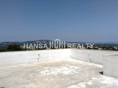 Spacious villa under construction located in the heart of Sotogrande Alto, a stone's throw away from the picturesque Almenara Golf Course and Country Club. The new owner can decide how to finish it off.