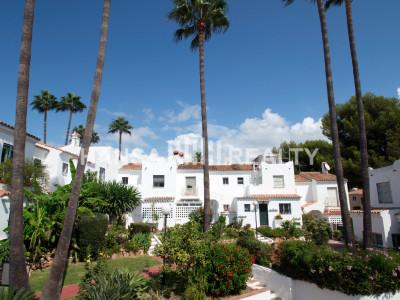 Rekkehus til salgs i Bel Air, Estepona 210.000 EUR