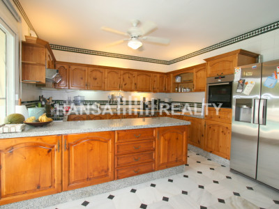 SPACIOUS FAMILY VILLA OFFERING TOTAL PRIVACY