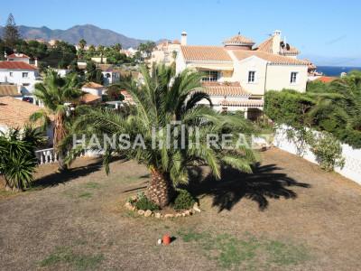 Rymlig villa med stor trädgård i Mijas Costa.