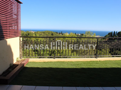 LUXURIOUS 2 BED APARTMENT SEA VIEWS