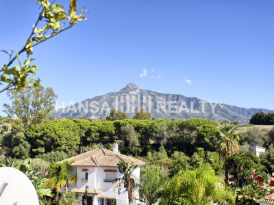 BEAUTIFUL SPACIOUS DUPLEX APARTMENT NUEVA ANDALUCIA