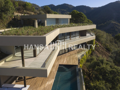 NEW CONCEPT VILLA ON THE COAST BENAHAVIS