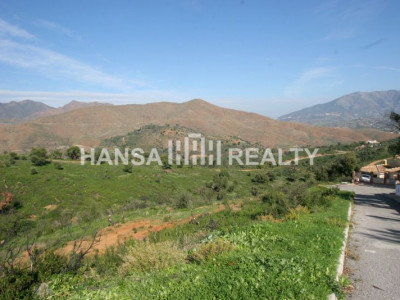 LARGE PLOT WITH PANORAMIC VIEWS