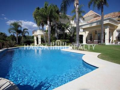 Fabulous villa i Sierra Blanca med flotte hager