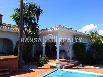 VILLA WITH TWO PLOTS IN PERFECT LOCATION