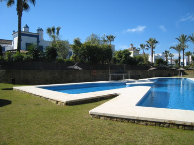 Sotogrande, Townhouse in gated development with Marina frontage