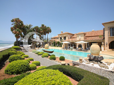 Mansion for sale in Los Monteros Playa, Marbella East
