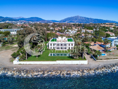 Mansion for sale in Estepona