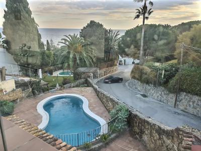 Villa for sale in Estepona