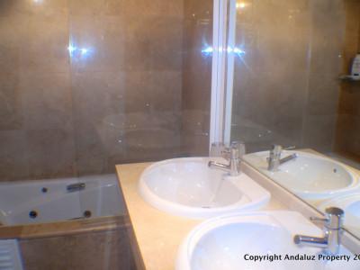 Apartment for sale in La Duquesa, Manilva