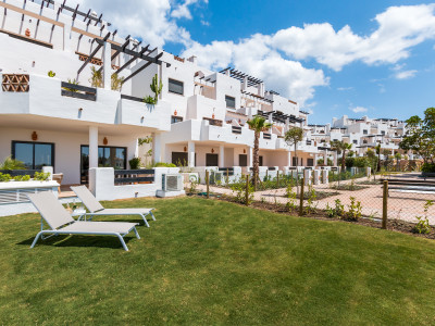 Bargain first line golf Andalusian style golf apartments for sale in Estepona - Costa del Sol