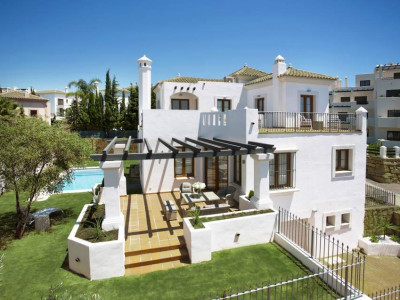 New front line golf andalusian style villas for sale - New Golden Mile - La Resina