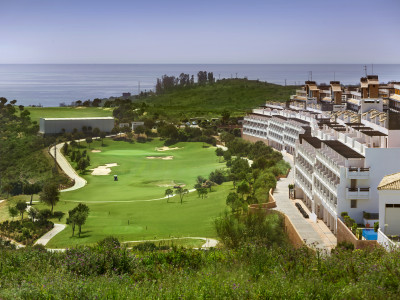 Apartments for sale with 4 star hotel services in Estepona