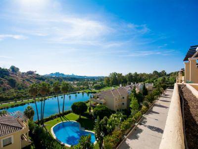 Penthouse for sale on a frontline golf complex in La Quinta Benahavis