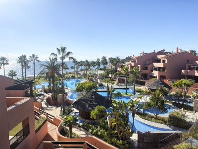 Penthouse set in a frontline beach complex on the New Golden Mile -  Estepona