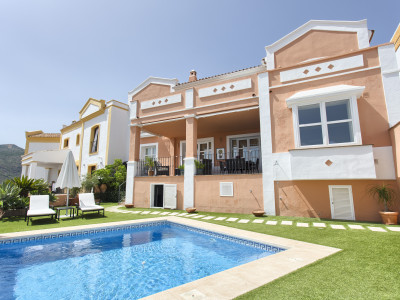 Charming Andalusian styled townhouse for sale in Montemayor – Benahavis