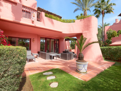 Stunning apartment in first line beach complex for sale on the New Golden Mile in Estepona