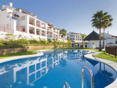 New apartments in first line golf for sale in La Alcaidesa on the west side of Estepona