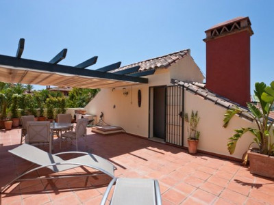 Town House  for rent in  Marbella Golden Mile