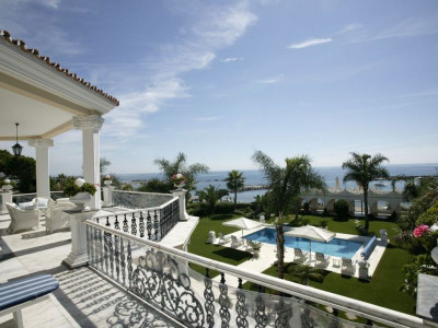 Mansion  for sale in  Marbella - Puerto Banus