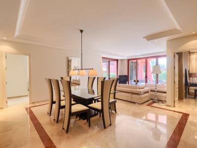 Квартира на нижнем этаже  на продаже в  Menara Beach, Эстепона